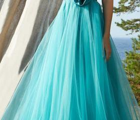 Gorgeous Tulle & Str..
